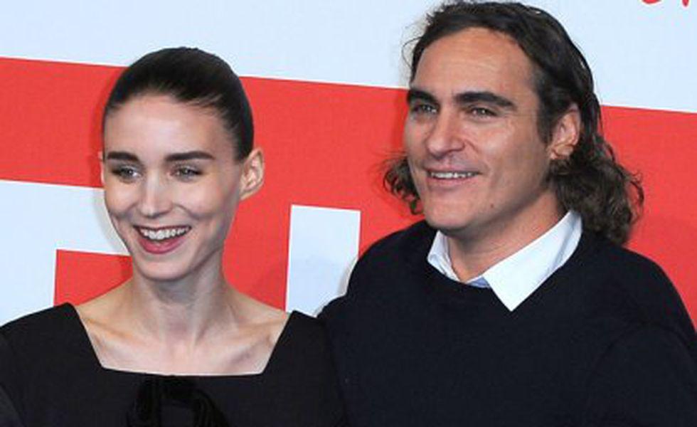 Joaquin Phoenix şi Rooney Mara formeaza un cuplu