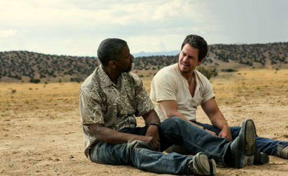 2 pistoale   Denzel Washington şi Mark Wahlberg