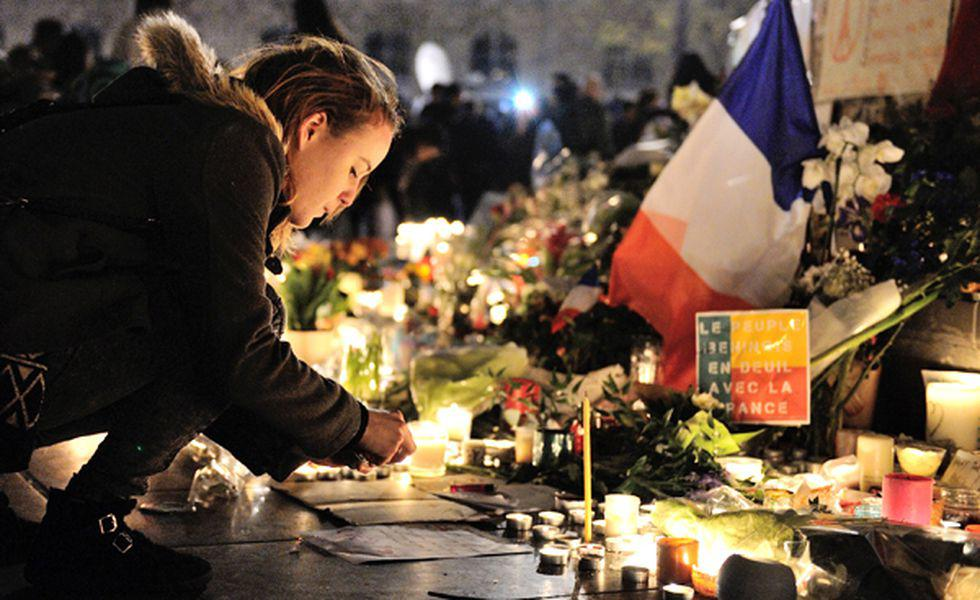 Paris Attacks Aftermath   Mourners Place De La Republique