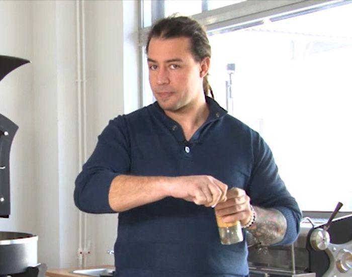 Alexandru Niculae, campion mondial la proba de prăjit cafea, te învață cum să faci cea mai bună cafea