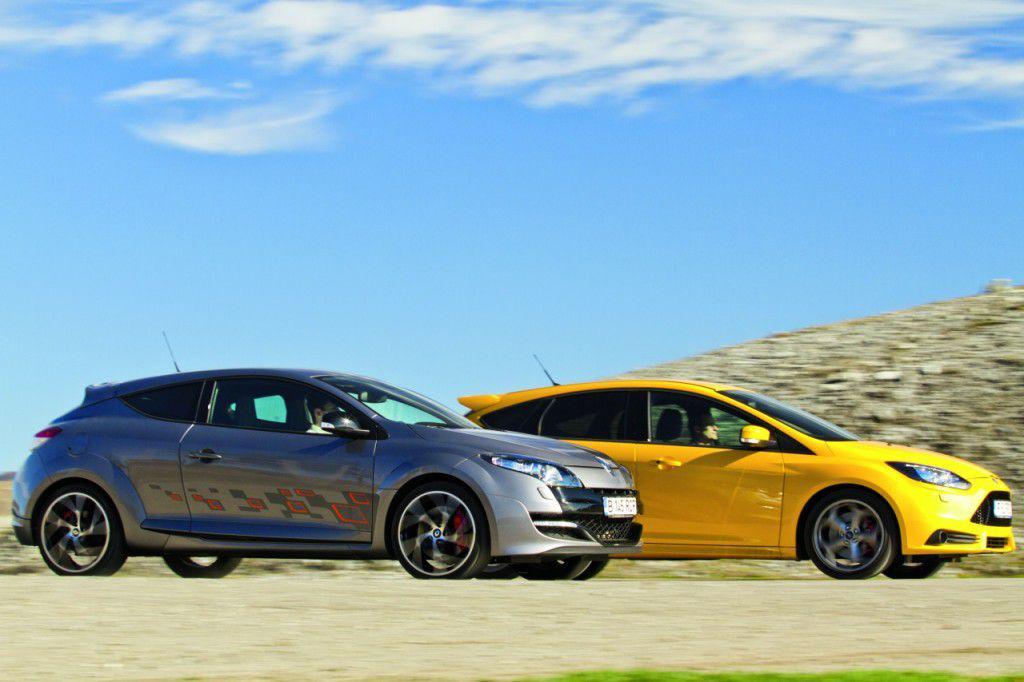 Test comparativ Renault Megane RS versus Ford Focus ST: Familistii in costum de sport