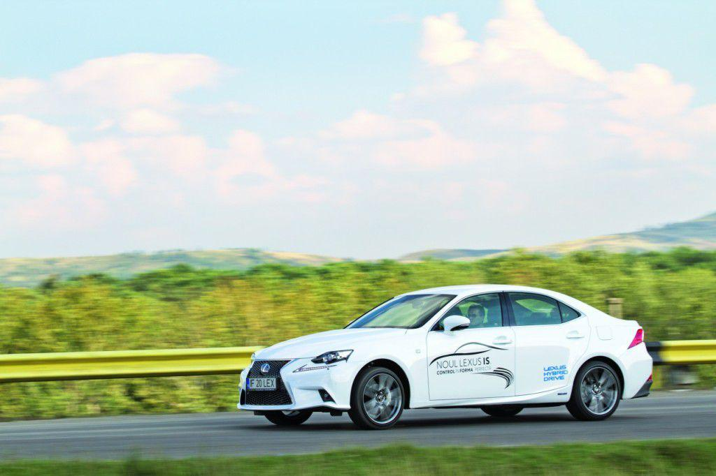 Lexus IS 300h: Experienta electrizanta