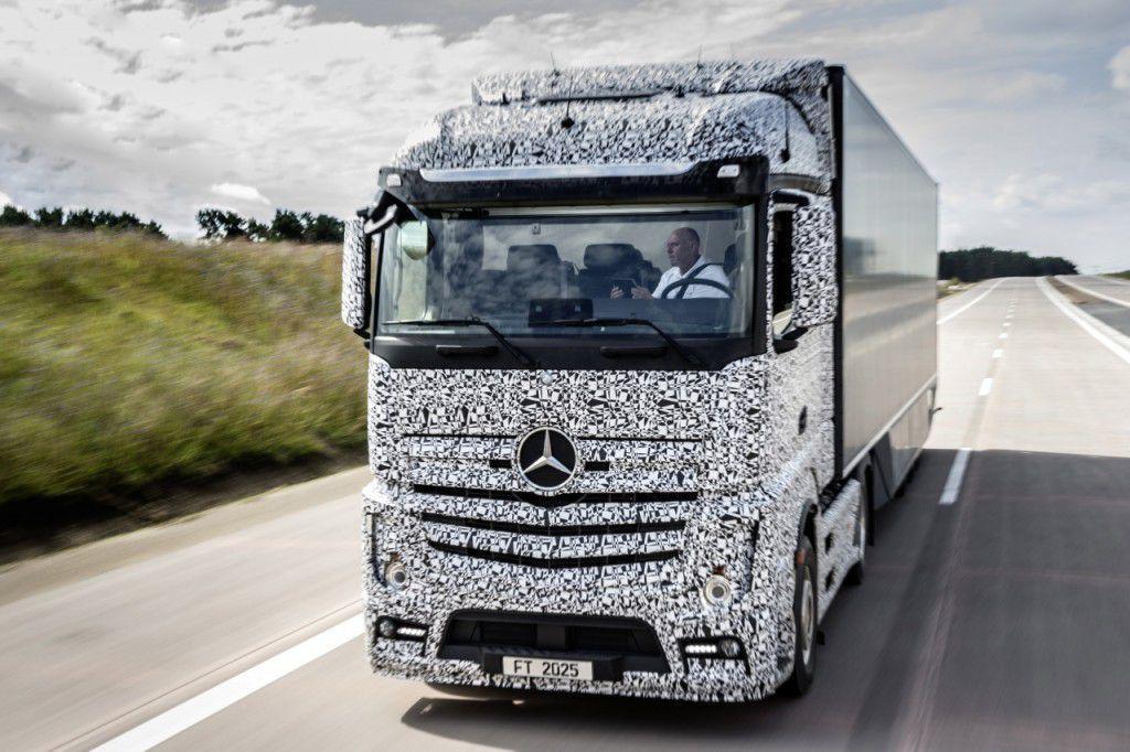 Mercedes va oferi camioane autonome din 2025