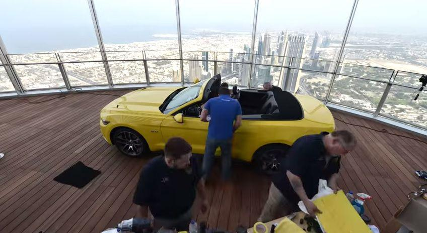 Noul Ford Mustang a poposit pe acoperisul lui Burj Khalifa