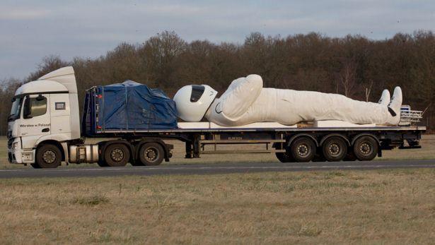 BBC a pregătit un The Stig înalt de 9 metri