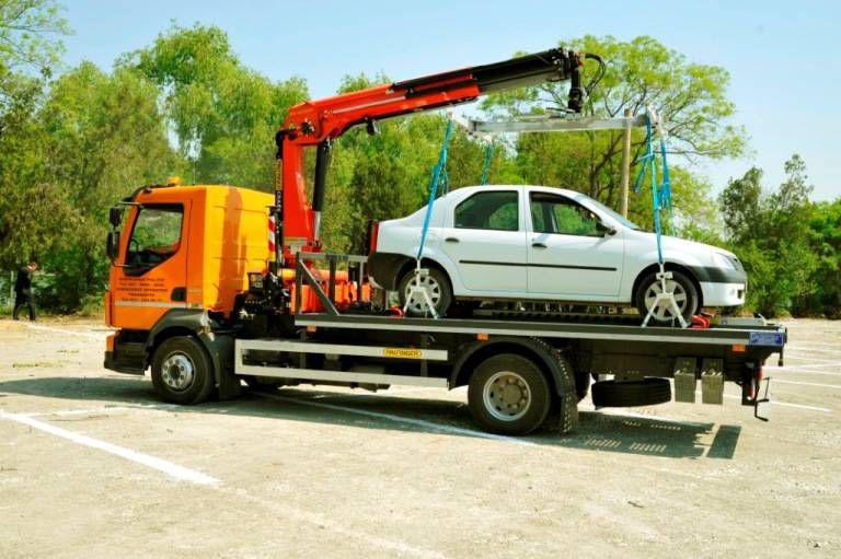 Mașinile parcate neregulamentar ar putea fi ridicate din nou. Iată ce prevede noul proiect