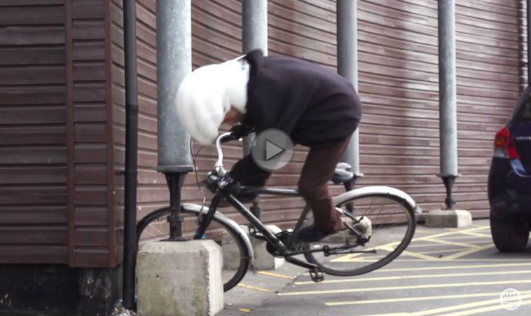 Iată cum funcționează airbag-ul pentru cicliști