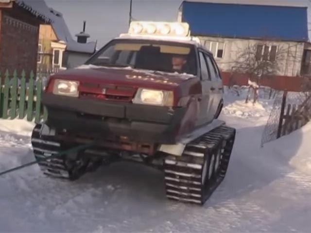 Cum să faci față iernilor grele din Rusia? Nimic mai simplu: îți transformi mașina în tanc!