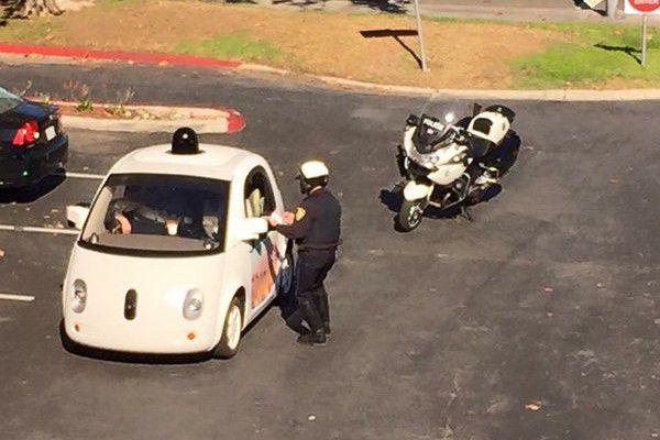 Google testează mașinile autonome pe ploaie