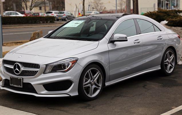 Mercedes a depășit BMW pe piața premium