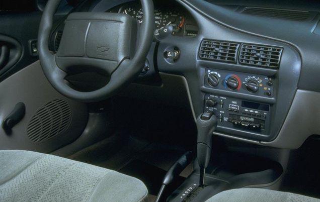 Istoria e urâtă pe interior! 4 dintre mașinile cu cel mai enervant interior