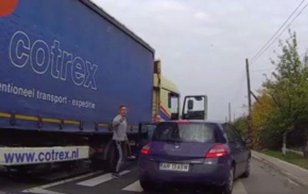 Ce au pățit doi TIR-iști din România după ce s-au dat jos din camion să-și facă dreptate singuri | VIDEO
