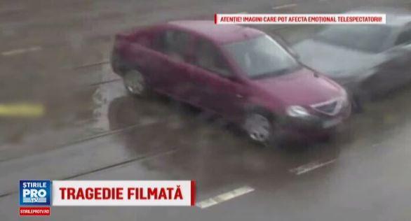 Ce accident teribil! Uite ce s-a întâmplat când un tânăr a trecut pe roșu, în Iași! | VIDEO