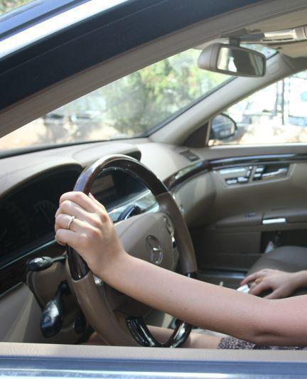 """O """"șoferiță"""" de 20 de ani a fost prinsă băută la volan. Tânăra nu avea nici permis"""