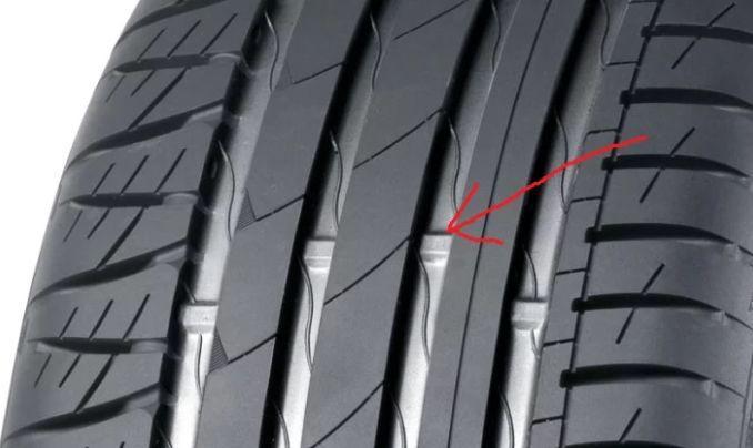 Știi ce simbolizează dungile acestea de pe anvelope? Care este motivul pentru care gumele sunt uzate doar pe o parte sau doar pe centru?