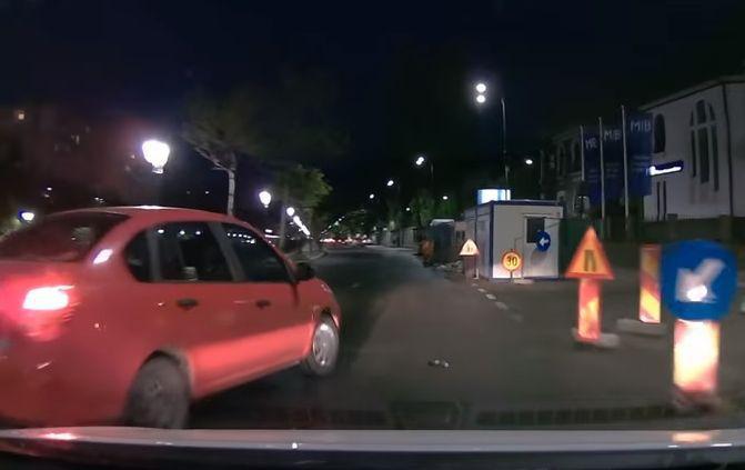 Un bărbat a lovit cu mașina o șoferiță ce i-a tăiat calea în București. Cum a reacționat imediat după accident | VIDEO