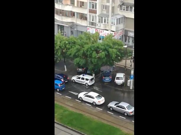 Cum a încercat un șofer din Craiova să fugă de Poliție! Totul a fost filmat!   VIDEO