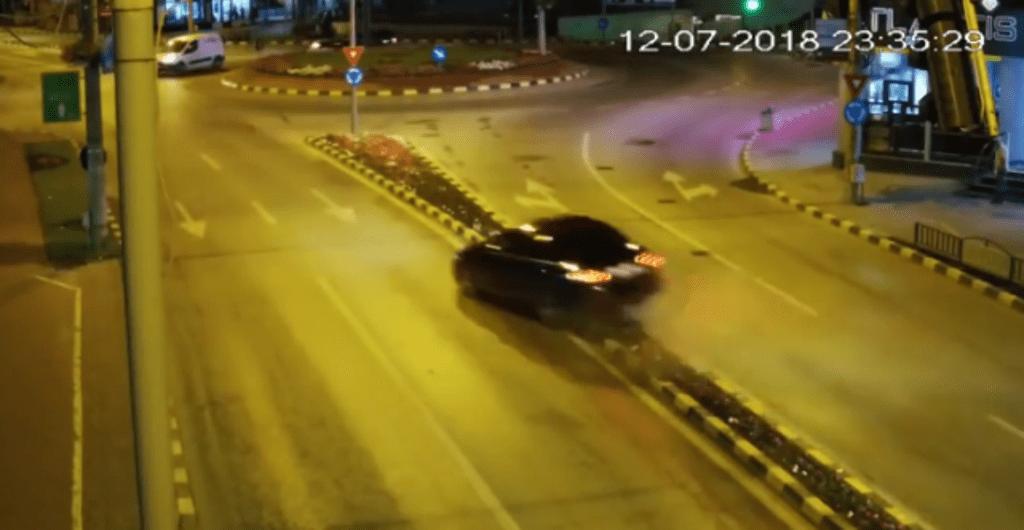 Accident spectaculos într-un sens giratoriu din Suceava (Video)