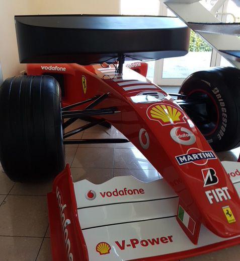 Un simulator auto folosit de Michael Schumacher este de vânzare