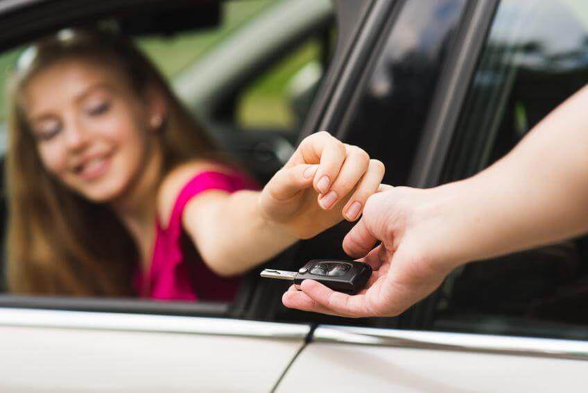 (P) Unde te informezi când cumperi o mașină la mâna a doua?