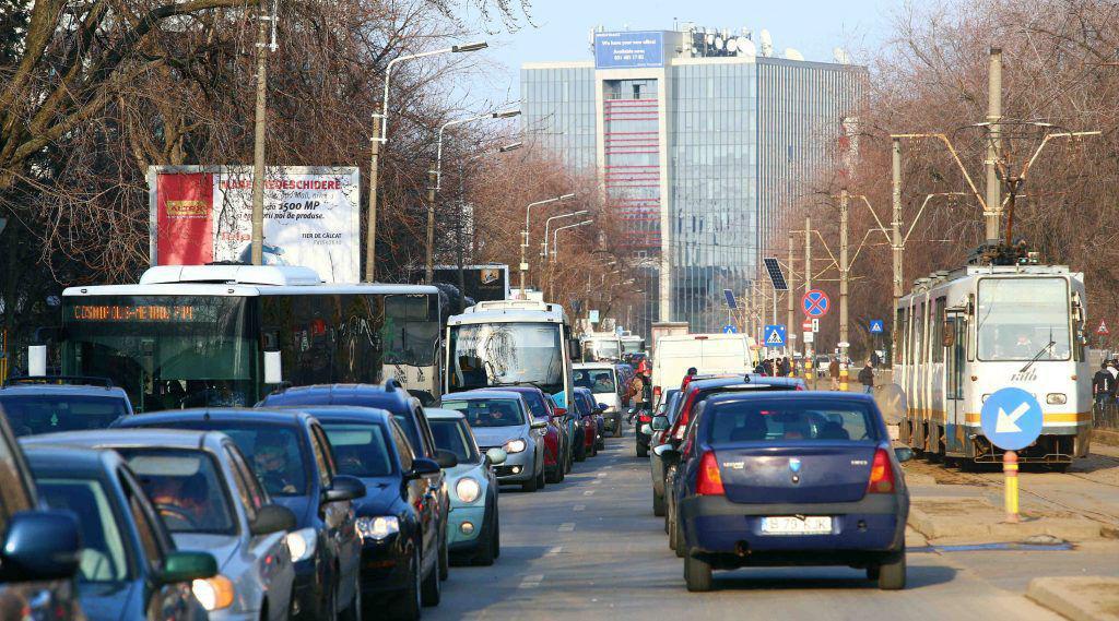 Piața de autoturisme noi din România a scăzut în aprilie cu peste 50%