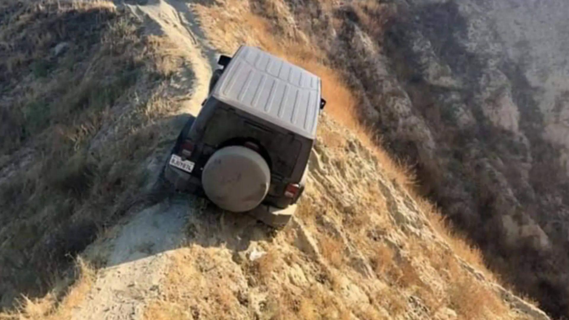 Un Jeep Wrangler a rămas blocat în munți, Ford s-a oferit să-l salveze (VIDEO)