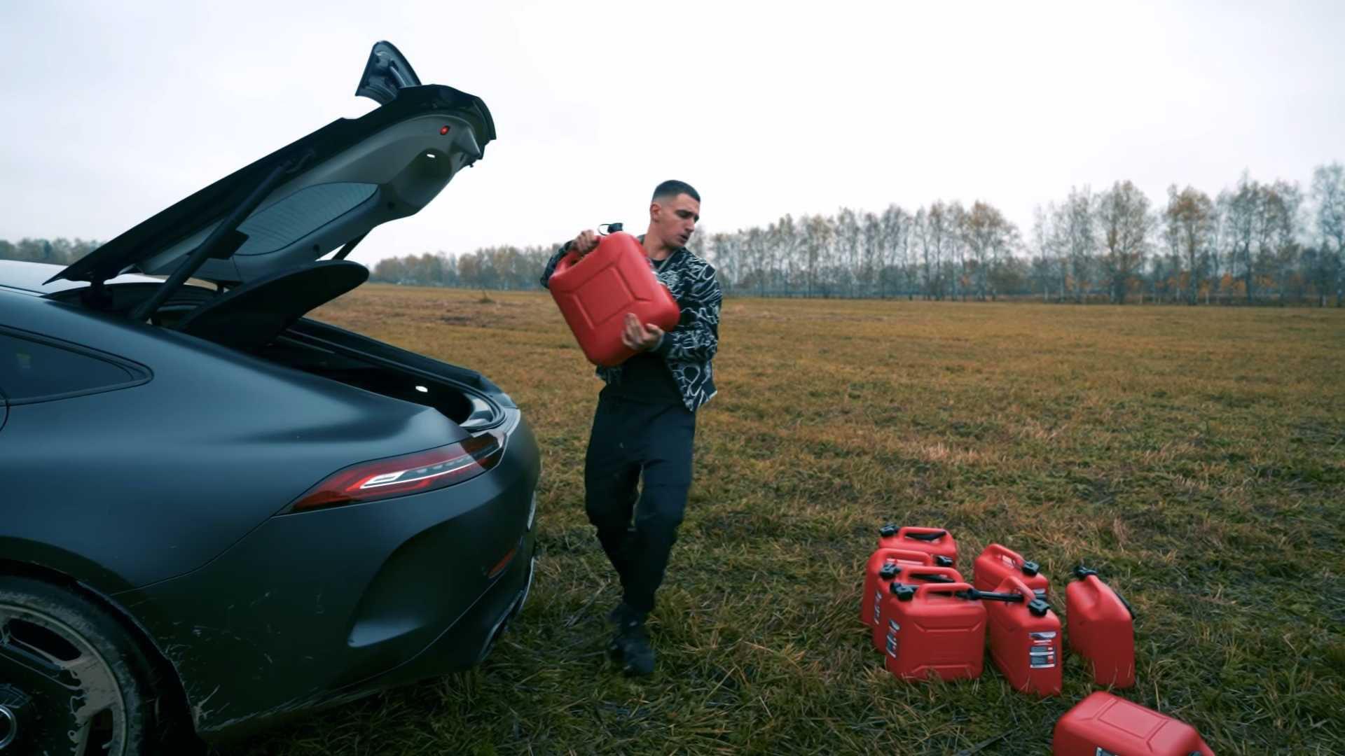 Vlogger rus dă foc unui Mercedes-AMG GT S 4-Door Coupe din cauza unei defecțiuni