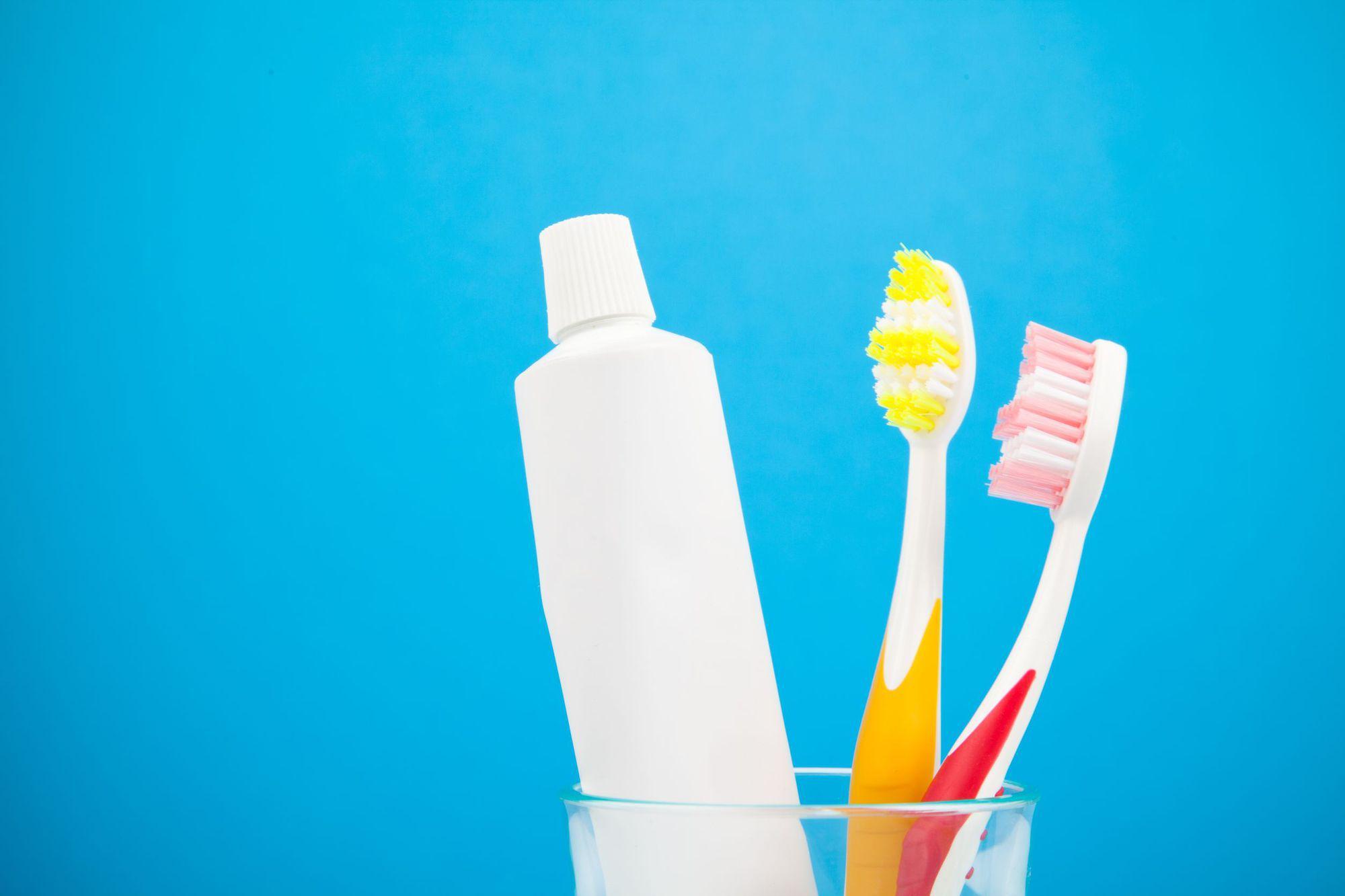 dezinfectezi corect periuța de dinți