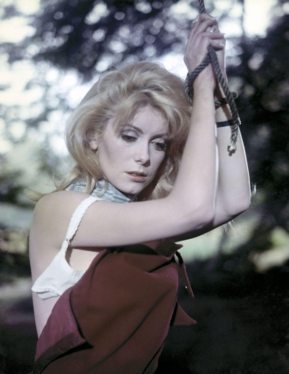 catherine Deneuve a implinit 75 de ani