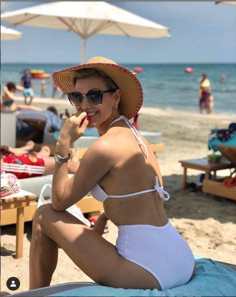 Cum arată în prezent Cristina Rus, după trei nașteri. E căsătorită cu un milionar!