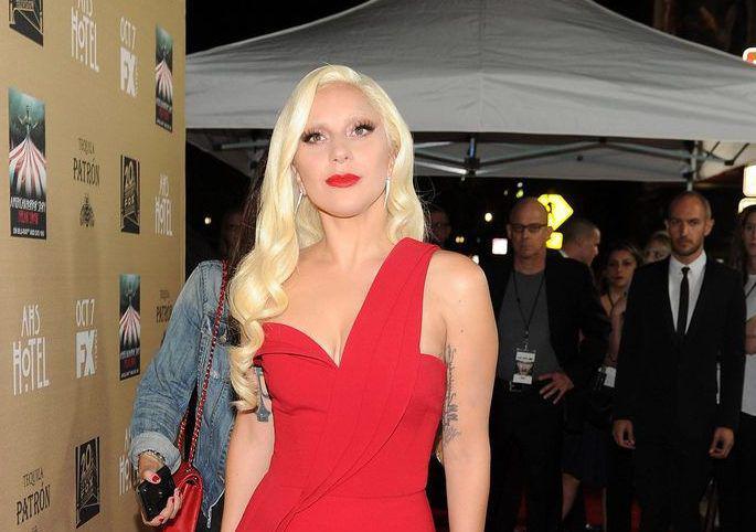 Lady Gaga poartă creațiile Cristinei Săvulescu