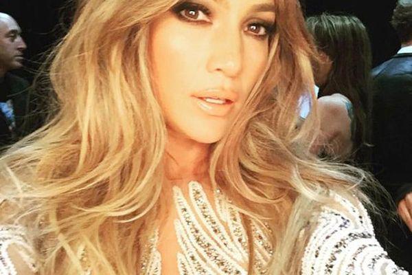 Jennifer Lopez donează 1 milion de dolari pentru a ajuta victimele uraganului Maria care a lovit Puerto Rico!