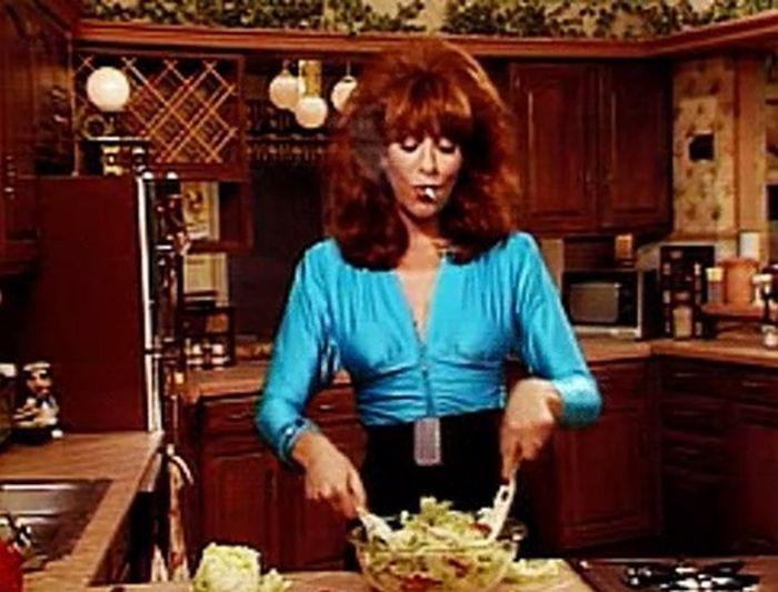 Fotografia zilei: Găsiți asemănările între Delia și Peggy Bundy!