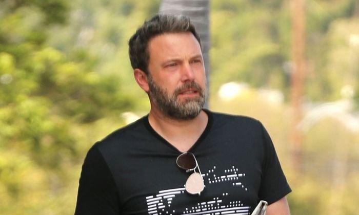 Tatăl lui Ben Affleck spune că Hollywood-ul i-a transformat fiul într-un alcoolic!